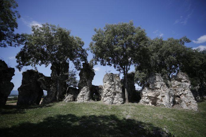 Νυμφόπετρα: Γεωλογικοί σχηματισμοί