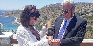 Samos Nectar: Το «κρασί των θεών» προσφέρθηκε στην πρόεδρο της Δημοκρατίας!