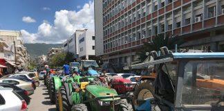 Με τα τρακτέρ τους στην Καλαμάτα οι αγρότες