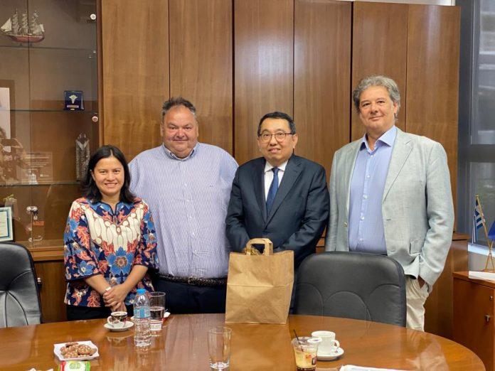 Συνάντηση συνεργασίας του προέδρου του ΟΚΑΑ με τον πρέσβη της Ινδονησίας