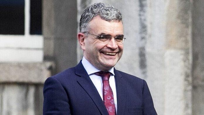 Παραίτηση υπέβαλε ο υπουργός Γεωργίας της Ιρλανδίας επειδή παραβίασε τα περιοριστικά μέτρα λόγω της πανδημίας