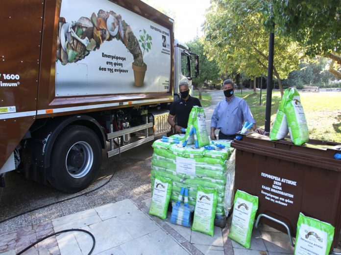 Ένα απορριμματοφόρο, 90 καφέ κάδους και 150 κυτία ανακύκλωσης στον Δήμο Αιγάλεω