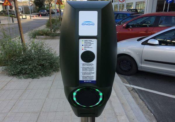 Επτά νέοι σταθμοί φόρτισης ηλεκτρικών οχημάτων πρόκειται να λειτουργήσουν σε κάθε μία από τις επτά περιφερειακές ενότητες της Κεντρικής Μακεδονίας.