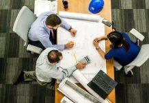 Πόσο μειώνονται οι ασφαλιστικές εισφορές - Τι κερδίζουν εργοδότες και εργαζόμενοι