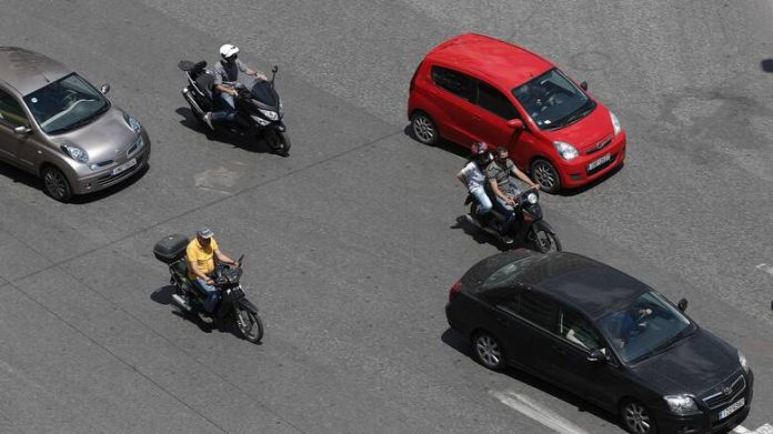Υπουργείο Μεταφορών: Άκυρη η οδήγηση μηχανής έως 125 κυβικά με δίπλωμα αυτοκινήτου