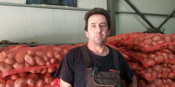 Καστοριά: O αγρότης που χάρισε σε απόρους 25 τόνους πατάτας