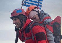 Στην κορυφή του Ολύμπου έχοντας στην πλάτη του 22χρονη φοιτήτρια με κινητικά προβλήματα