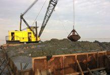 Εκβαθύνσεις από ειδικό σκάφος στις εκβολές του ποταμού Λουδία