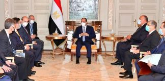 H συνεργασία Ελλάδος - Αιγύπτου στην ενέργεια στο επίκεντρο συνάντησης Κ. Χατζηδάκη-Αλ Σίσι