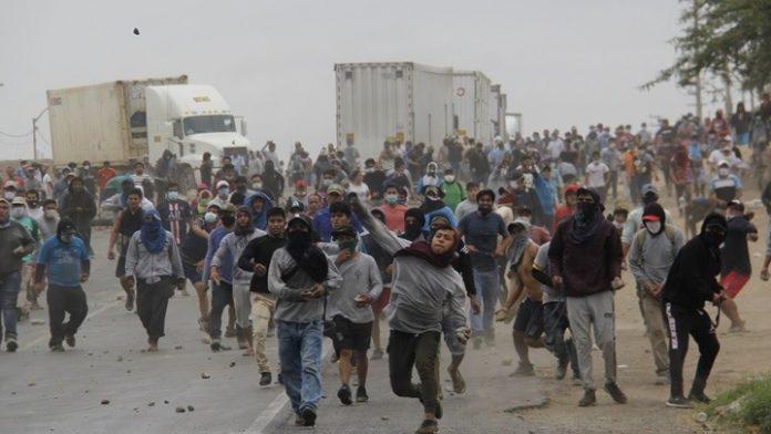 Περού: Συγκρούσεις μεταξύ αστυνομικών και εργατών γης, δύο νεκροί