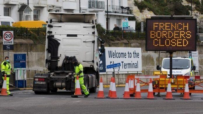 Χριστούγεννα στο τιμόνι ενδέχεται να κάνουν Έλληνες οδηγοί φορτηγών, λόγω της κατάστασης στα σύνορα Γαλλίας- Βρετανίας