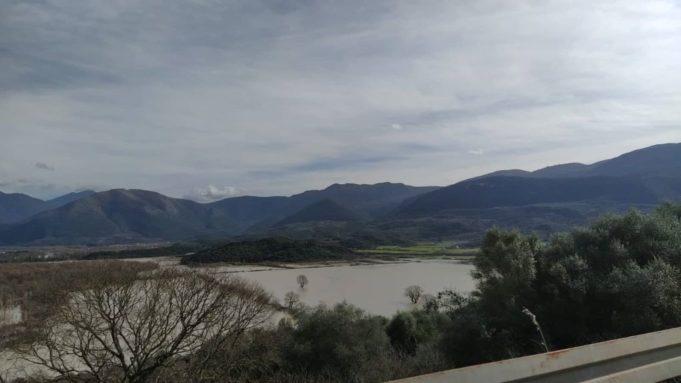 Σε απέραντη λίμνη μετατράπηκαν καλλιέργειες, αποθήκες και σταυλικές εγκαταστάσεις της Θεσπρωτίας